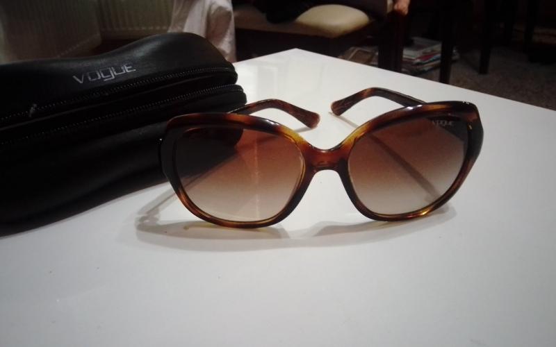 Prodajem dvije zimske jakne i sunčane naočare