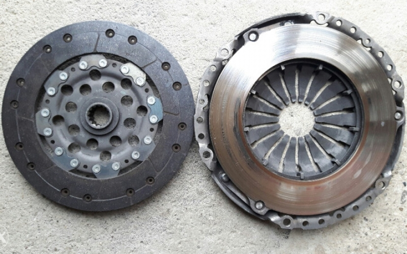 Korpa i lamela za plivajući zamajac Opel Astra 1.7 cdti