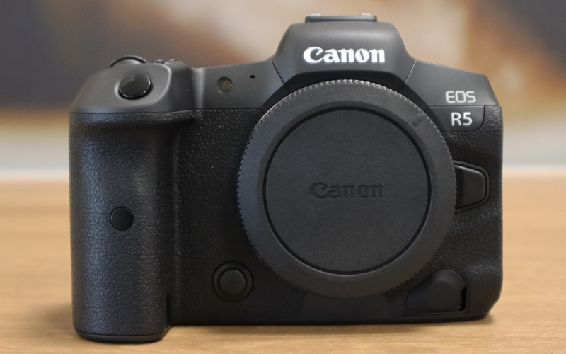 Canon EOS R5 / Fujifilm GFX 100S / Nikon Z 9