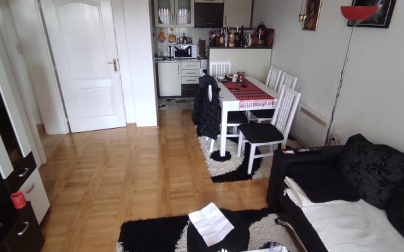 Prodajem dvosoban stan 44m2 u Bijeljini