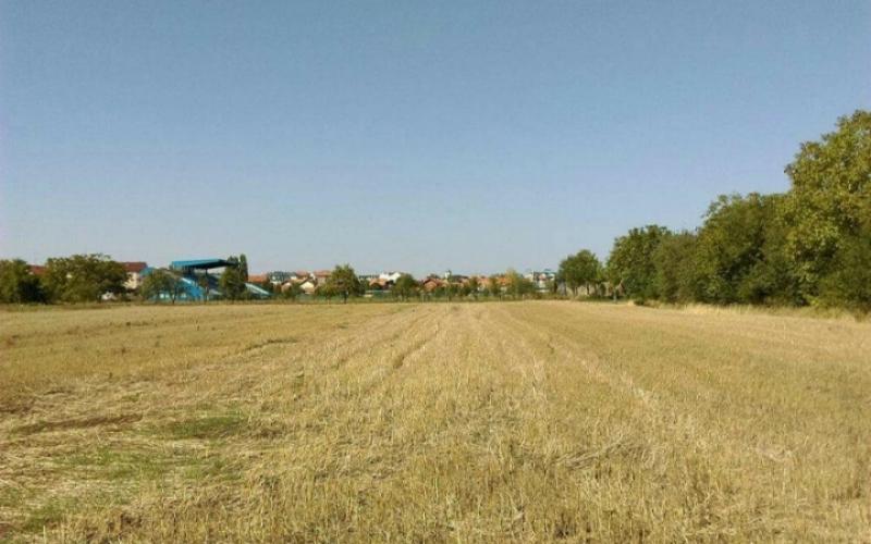 Prodajem zemljiste u blizini stadion Radnik