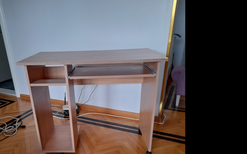 Na prodaju radni -kompjuterski sto