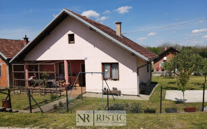 Na prodaju kuća u Puharama 83 m2