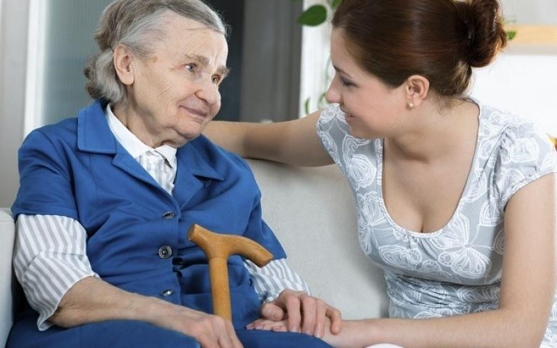 Potrebna zena za cuvanje starijih osoba