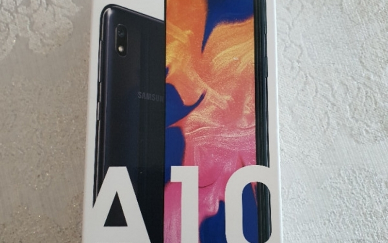 Prodajem Samsung A10 DS NOV nekoristen pod garancijom