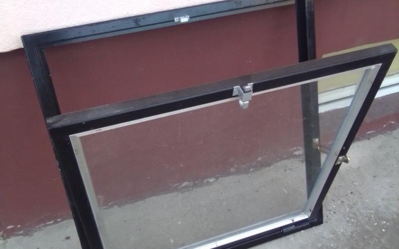 Garažni metalni prozor 80x80
