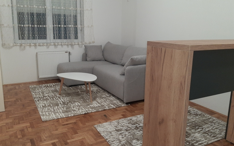 Izdajem nov stan u Novom Sadu, 26kvadrata, komplet namjesten sa novim stvarima