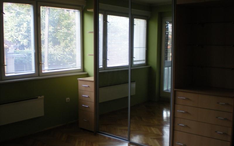 Izdajem namjesten stan u strogom centru Bijeljine (iza Poste) 40m2