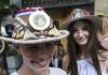 Beli anđeo iz Bijeljine napravio najljepši par šešira