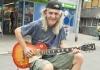 Čuveni muzičar iz Kneza mora u zatvor zbog sviranja na ulici