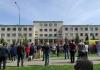 PUCNJAVA U KAZANJU Ubijeno najmanje osmoro dece i učitelj