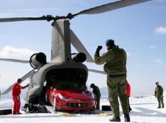 Ferrari FF helikopterom transportovan u Kronplatz