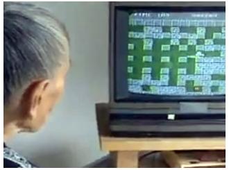 Stogodišnjakinja uživa u video igricama
