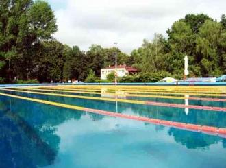 Ležaji popunjeni, bazeni poluprazni