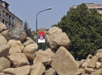 U Kosovskoj Mitrovici pucnjava, građani na barikadama