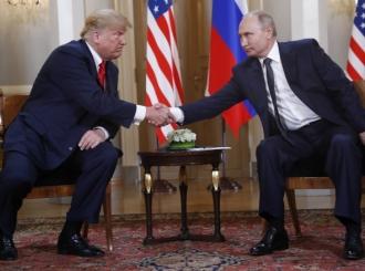 Rukovanje Trampa i Putina u Helsinkiju bez osmeha