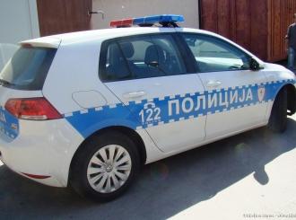 Muškarac u Janji povrijedio policajca i oštetio policijski auto