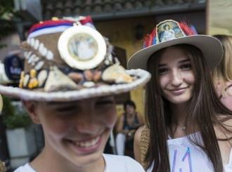 """""""Beli anđeo"""" iz Bijeljine napravio najljepši par šešira"""