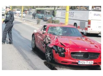 "Saobraćajna nezgoda: Uništen ""mercedes"" vrijedan blizu pola miliona maraka!"