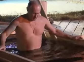 Putin i ove godine na Bogojavljenje zaronio u ledenu vodu