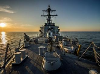 Američki razarač uplovio u Crno more, prati ga ruska flota