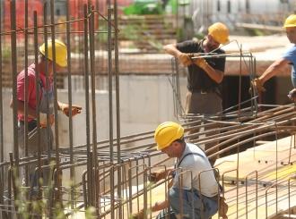Radnici po cijeli dan na suncu, preduzeća ne mijenjaju režim rada uprkos vrelinama