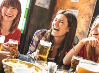 """Zašto žene nemaju """"pivski stomak""""?"""
