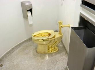 Ukradena zlatna wc šolja vrijedna 5 miliona dolara