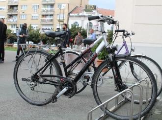 Nova parking-postolja za bicikle na Trgu