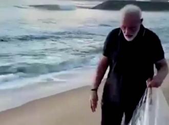 Premijer Indije čistio smeće na lokalnoj plaži uoči posete kineskog predsednika