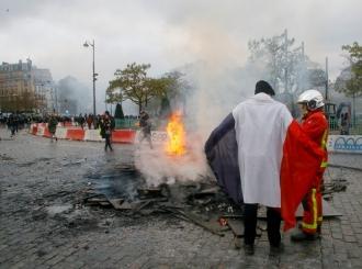 Haos u Parizu: Zapaljeni automobili, sukobi i hapšenja