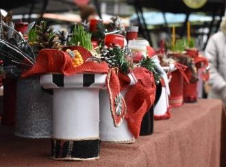 FOTO Novogodišnji pijačni bazar: Izlagači ponudili božićne i novogodišnje ukrase, rukotvorine...