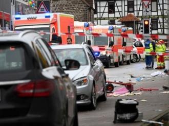 Nemačka, automobilom uleteo u karnevalsku povorku – više od 30 povređenih