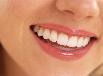 Vodica za ispiranje usta stvara mrlje na zubima