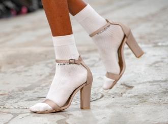 Sandale i sokne su modni trend, a da li biste ih nosili zajedno?
