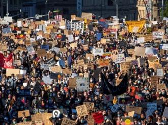 Hiljade Britanaca na protestu u Londonu, uprkos bojazni od koronavirusa
