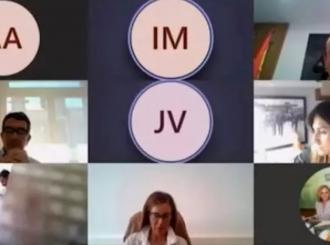 VIDEO Španski odbornik odlučio da se istušira tokom onlajn sastanka, ali zaboravio da ugasi kameru