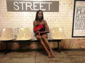 U ime mode: Naomi Campbell gola u podzemnoj željeznici
