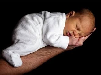 Beba rođena u avionu dobila besplatno da leti cijelog života