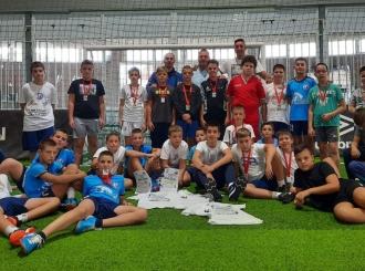 Osnovci iz Vuk Karadžić škole pobjednici završnog turnira ljetne škole rukometa
