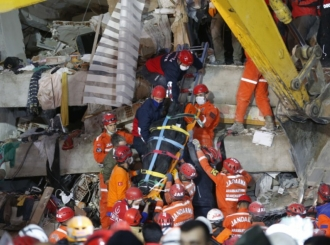 Jutro poslije zemljotresa u Turskoj i Grčkoj, hiljade spasilaca otkopava ruševine