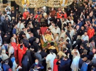 Zvona odjekuju Podgoricom - Hiljade ljudi došlo da isprati mitropolita