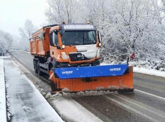 Putevi u Semberiji očišćeni, visina snijega 10 centimetara