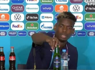 Paul Pogba nije želio bocu Heinekena ispred sebe pa je sklonio ispod stola