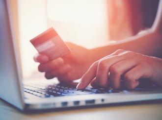 Onlajn prodaja u padu, šopingholičari se vraćaju starim navikama