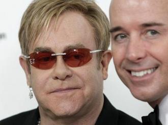 Majka Eltona Johna ne želi vidjeti bebu