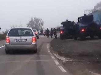 """Simić: Specijalci ROSU """"naoružani do zuba"""", Srbi se okupljaju na prelazima"""