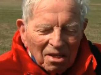 Amerikanac za 100. rođendan skočio padobranom