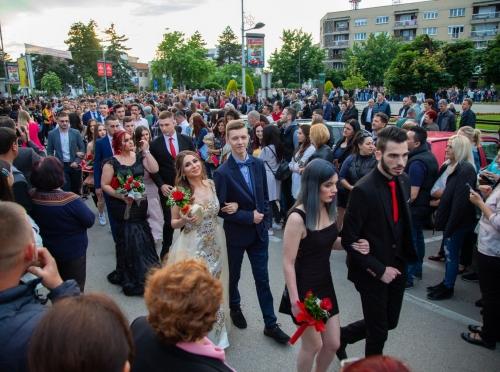 FOTO Kraj đačkog doba: Tehnička škola slavi matursko veče
