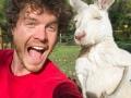 Allan Dixon putuje svijetom i pravi neodoljive selfije sa životinjama